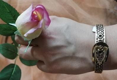 دستبند  طلا سیا قلم طرح کمربند جدید